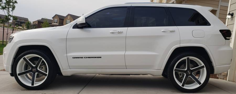 Jeep Grand Cherokee on STR-607 Black & White Rims